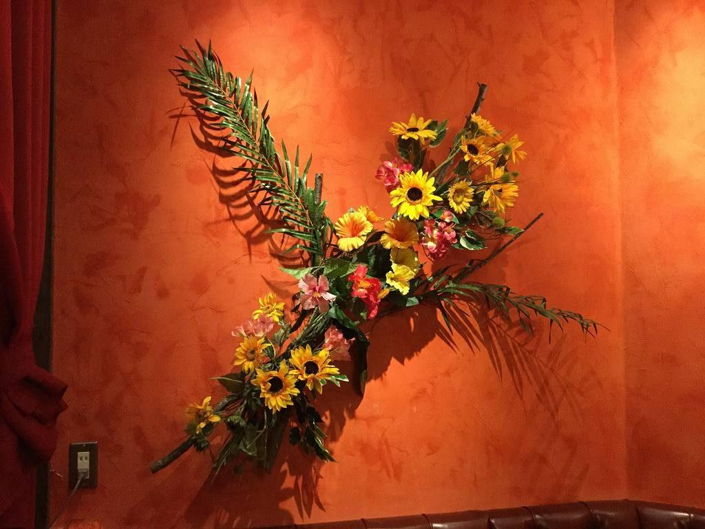 夏の装飾、ひまわりやハイビスカス・ディスプレイ
